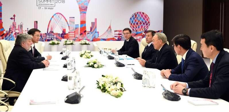 President Nazarbayev met w/ the @Apple co-founder, @stevewoz, on the sidelines of the #AstanaEconomicForum that kicked off today. The sides discussed #digitalization issues &amp; the future of #cryptocurrencies  https:// bit.ly/2IskC3f  &nbsp;   @Forum_Astana #AEF2018 #GCSummit #Astana<br>http://pic.twitter.com/fj1oyxmFjM
