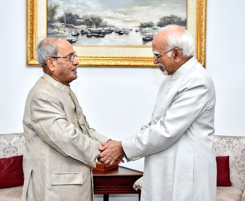 With Shri Hamid Ansari, Former Vice President of India on the auspicious occasion of beginning of Holy #Ramzan at 10 Rajaji Marg. #RamzanMubarak to all - may the spirit of contemplation, fortitude and worship flourish. #CitizenMukherjee<br>http://pic.twitter.com/mKcQTWnO8O