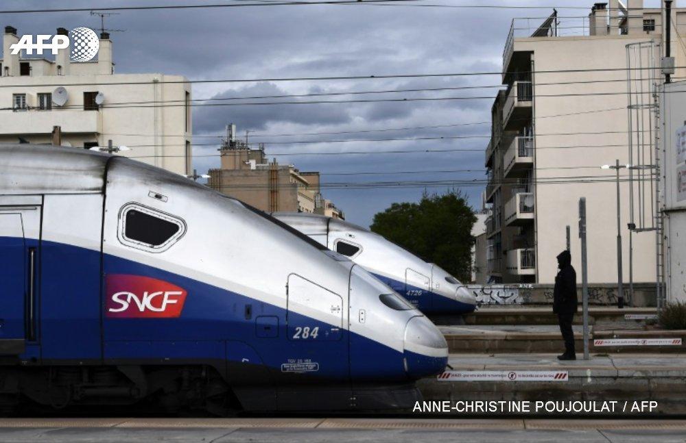 Grève SNCF : plus d'un TGV sur 2 vendredi, trafic TER encore très perturbé https://t.co/FEb7ONHYFd #AFP https://t.co/eRb8T7v2zG