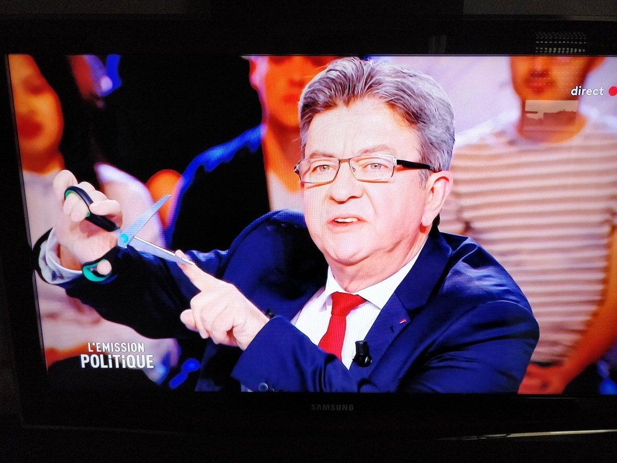 - Si Didier #Deschamps ne réintègre pas tout de suite Dimitri #Payet dans la #ListeDes23 , je me coupe un doigt ! #equipedefrance #Ligue1 #Bleus #Russie2018 #OM #TeamOM  - FestivalFocus