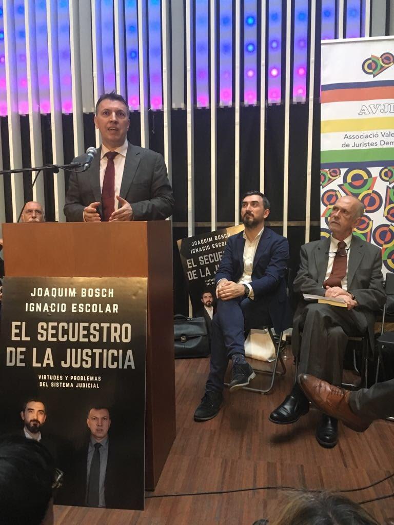 Varios centenares de asistentes muestran el interés de la sociedad en que  acaben las injerencias partidistas en la justicia y los retrocesos de  derechos y ...