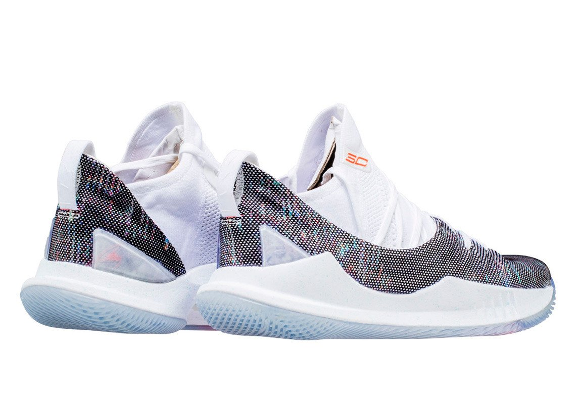 9f091c1ad4e8 Cop for  170 featuring a new mid-cut knit upper.  http   kicksdeals.ca release-dates 2018 ua-curry-5-welcome-home   …pic.twitter.com HnJhopC6vc