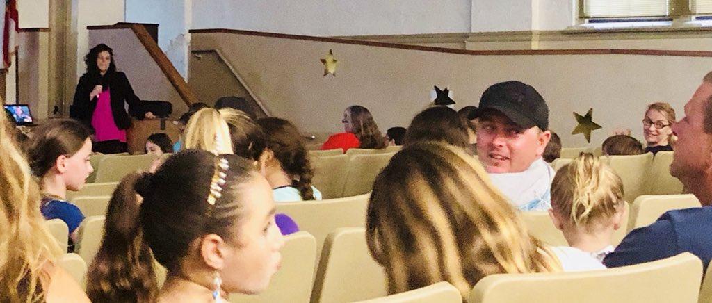 @SehayShannon opens discussion @OrmondBeachElem  #meettheprincipal #bingoforbooks #nousecryinoverspiltbeans<br>http://pic.twitter.com/KjfIHMQ0nP – à Ormond Beach Elementary