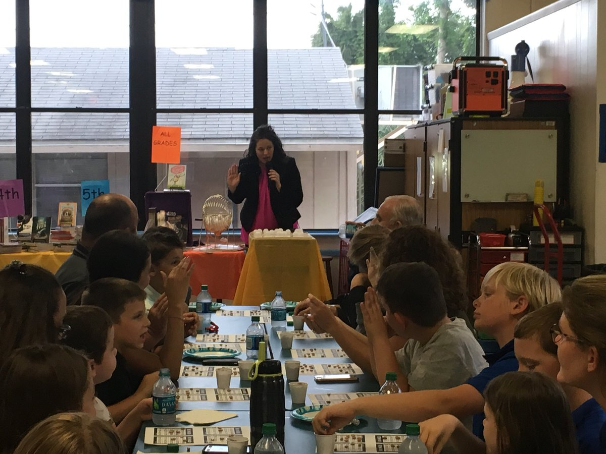 Thanks everyone for coming out tonight! We love our OBE families! #bingoforbooks #OBEistheplacetOBE<br>http://pic.twitter.com/hLCFRhJm6w