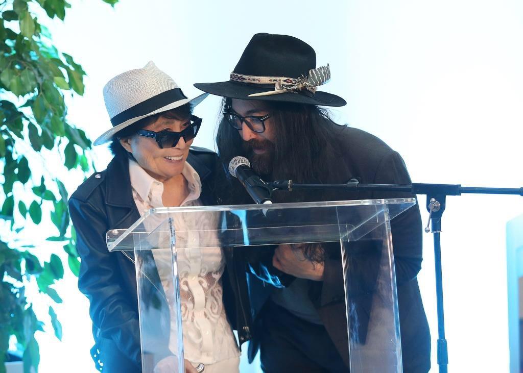 "The Beatles Polska: Yoko i Sean otworzyli wystawę ""Double Fantasy"" w Liverpoolu"