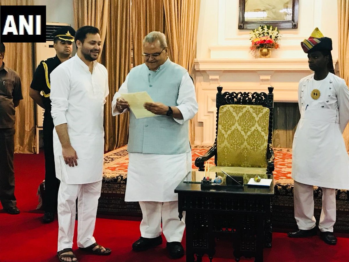 Tejashwi Yadav, other alliance leaders meet Bihar Governor Satyapal Malik in Patna, handover letters stating that RJD is the single largest party and hence should be invited to form government (ANI)