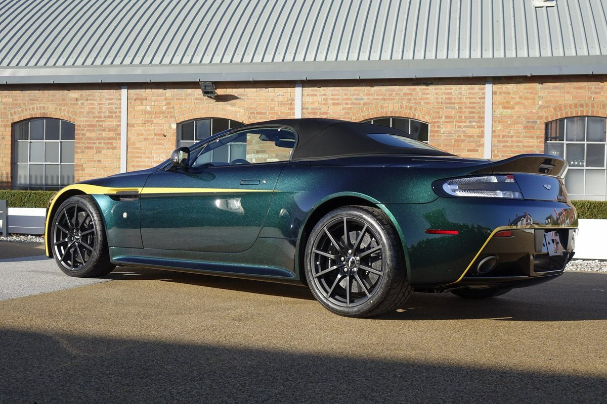 Aston Martin Works Twitterissa Showcasing The Mastery Of The Aston Martin Works Paint Technicians Is This Special Commission Two Tone Emerald Green And Deep Blue With Speed Yellow Accents V12 Vantage S Roadster