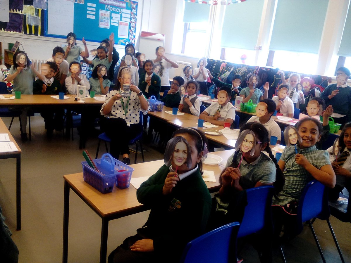 RT @Brimrod_Primary: Year 4 had a fabulous afternoon celebrating the royal wedding! Even the Queen came! https://t.co/XQjHsfmgtS