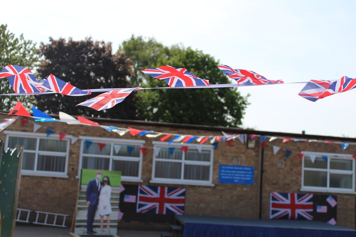 Getting set up for our #MeghanAndHarry Garden Party! #RoyalWedding #HarryandMeghan @KensingtonRoyal @RoyalFamily @ClarenceHouse