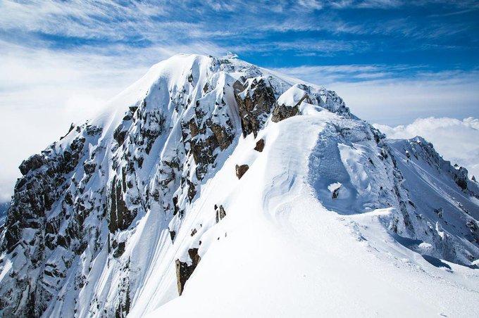 Vue magnifique de l'#aneto il y a quelques jours #maladeta #aragon #pirineos #Pyrenees 📷Guillaume Arrieta https://t.co/zWIXGh8TJP