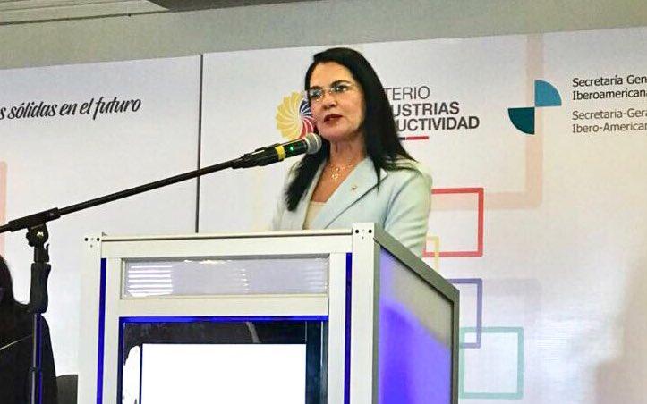 [AHORA] Ministra @EvaGarciaFabre hace la clausura oficial del Primer Foro Empresarial Andino 2018, recalcando la importancia de todos los temas para seguir construyendo una Iberoamérica unida, próspera y productiva. #MejoresPrácticasEmpresariales