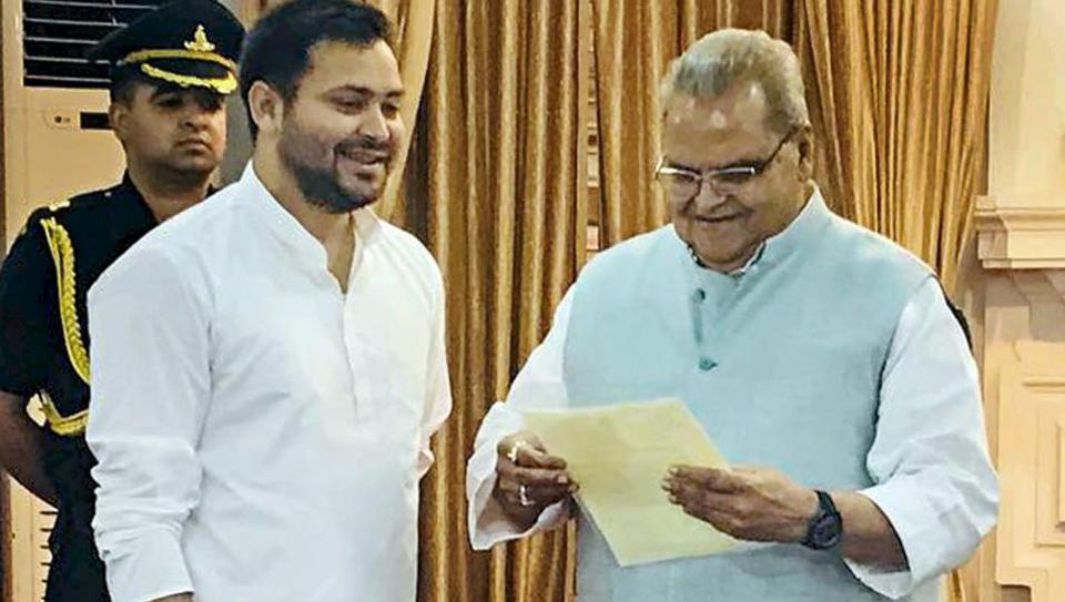 RJD's Tejashwi Yadav meets Bihar governor, stakes claim to form govt https://t.co/MMGaUPV2Ij