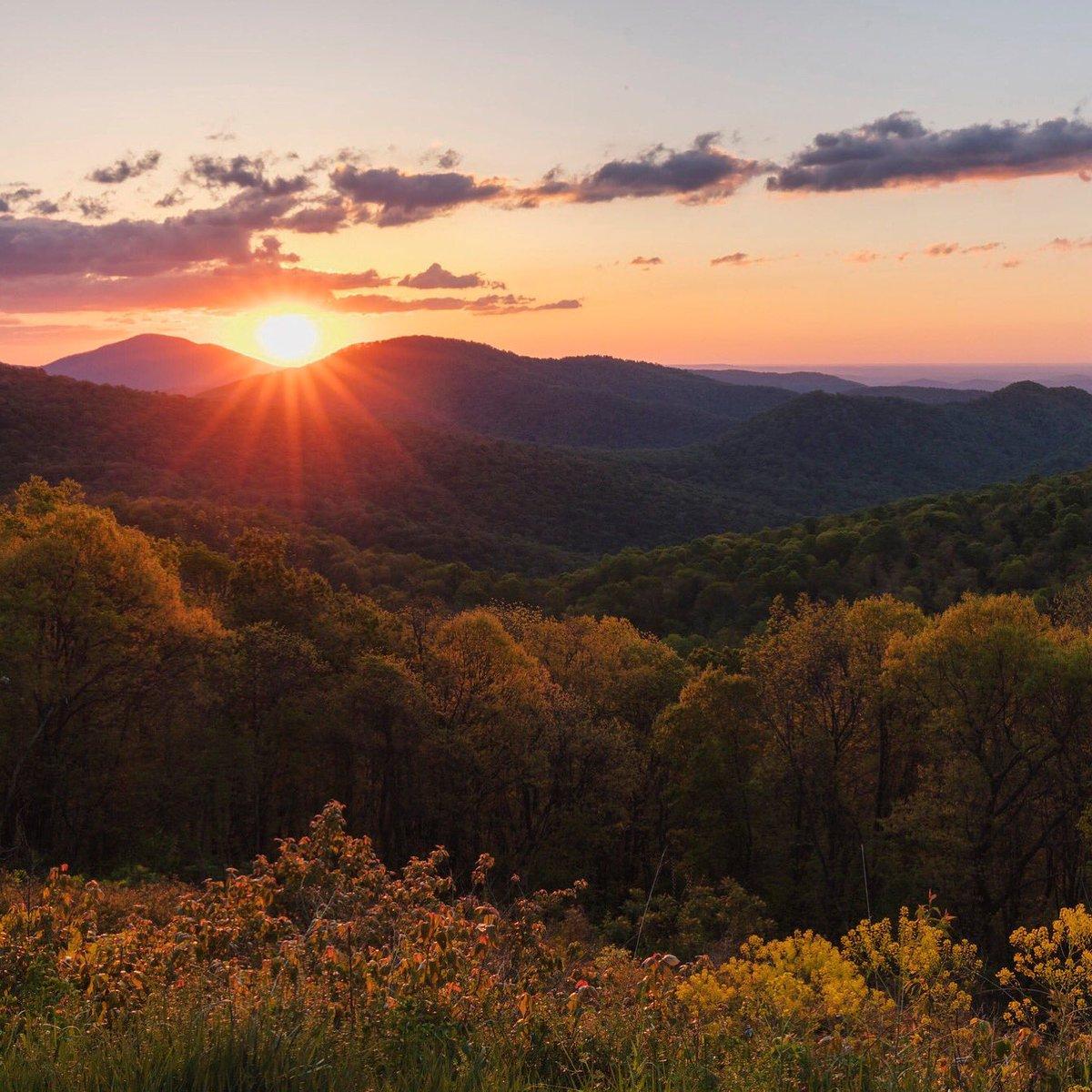 A spring sunrise @ShenandoahNPS deserves a symphony #Virginia