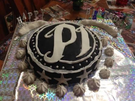 @AJStylesOrg Got a phenomenal cake on my 18 birthday 🎂