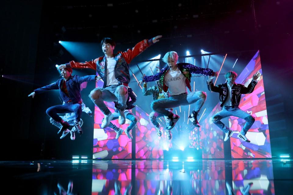 BTS is already breaking records with new album 'Love Yourself: Tear' https://t.co/unpmub9alV