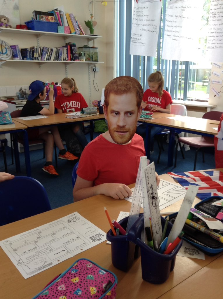 We have a special guest in Istanbul class today #royalwedding #whenharrymetmeghan @RoyalFamily @KensingtonRoyal