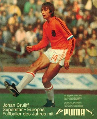 At the 1974 #WorldCup #Johan #Cruyff was playing on #Puma, but The #Netherlands was sponsored by #Adidas. Therefore Cruyff deleted one of the Adidas stripes on his shirt, shorts and socks! #Oranje74 #Oranje #Nederland #WK74 #WM74 #Deutschland #Germany #football #mundial #futbol https://t.co/SC86JmdNut