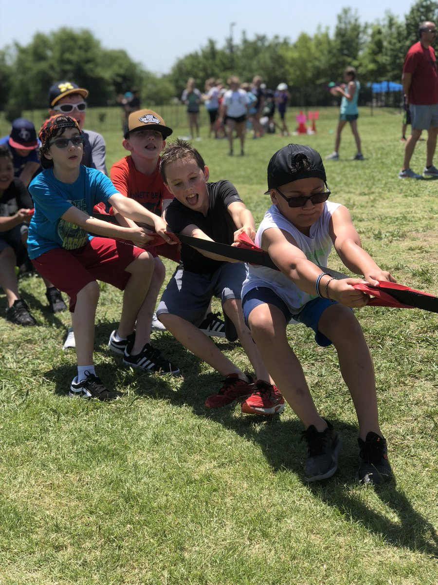 These faces represent what Field Day is all about! #pull #bearshine #giveusallthewater @BennettBearsPE<br>http://pic.twitter.com/DlvCxsqHD3