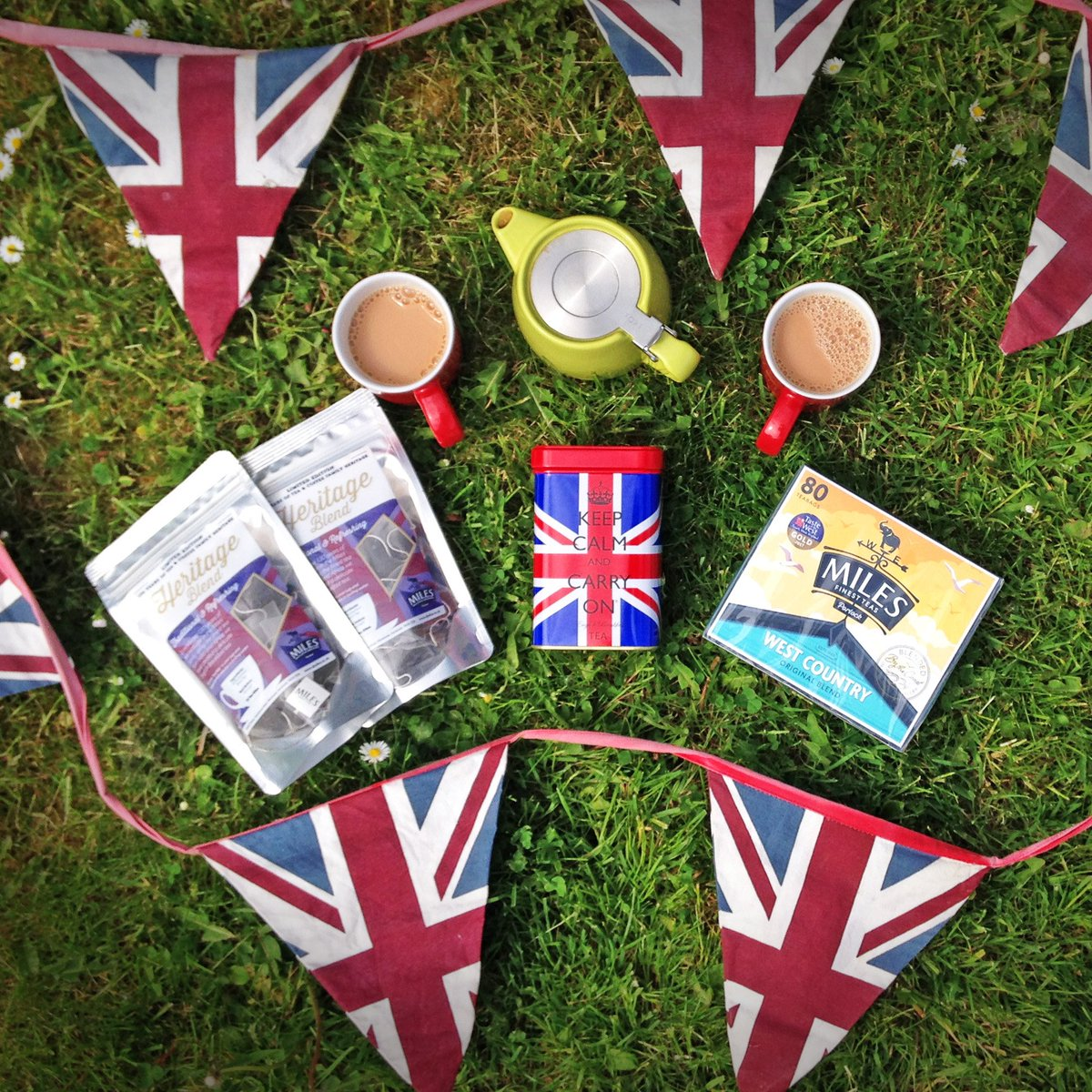 WIN tea fit for Royal-TEA!   RT&amp;F to enter and celebrate the #RoyalWedding !   We will be giving away a Stump #Teapot, Heritage Blend #Tea &amp; Tin to celebrate the special day.    T&amp;C&#39;s: teapot colour may vary, winner selected 22.05.18. #Royal #WestCountry #England<br>http://pic.twitter.com/jfUIQ9XkxL