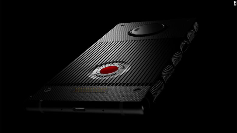 AT&T and Verizon say they will start selling a holographic smartphone later this year https://t.co/K73ywlS0kJ https://t.co/z8ePNE5gmX