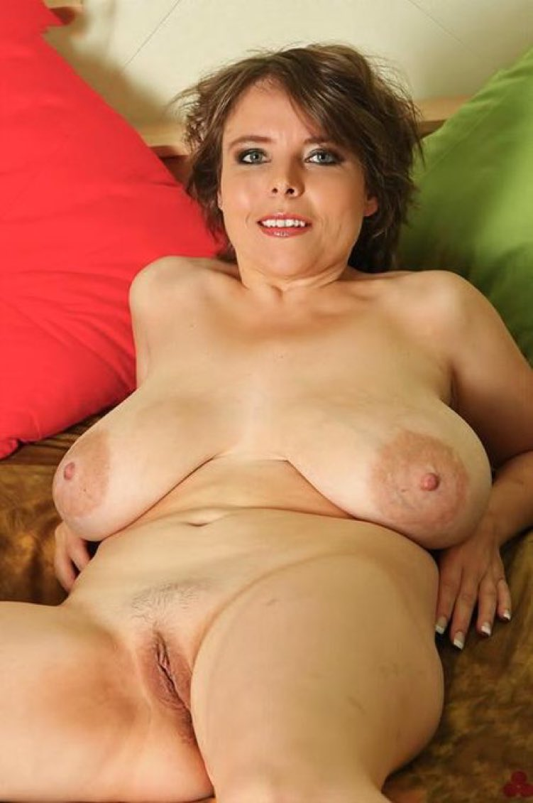 Pictures Of Mature Women With Huge Breasts
