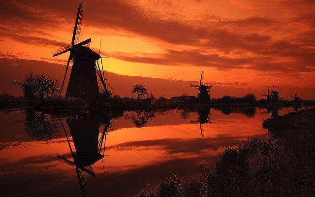 キンデルダイク-エルスハウトの風車群(オランダ)