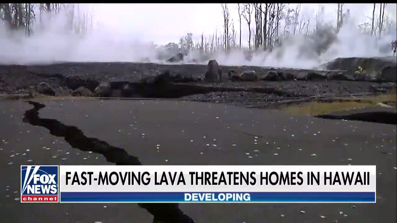 Fast-moving lava threatening dozens of homes below Hawaii's Kilauea volcano https://t.co/b6wnuBKrHp