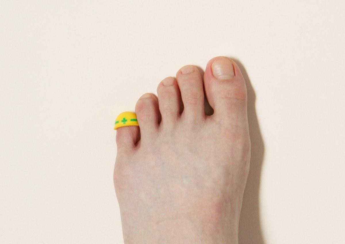 た ぶつけ 痛い 小指 の 足