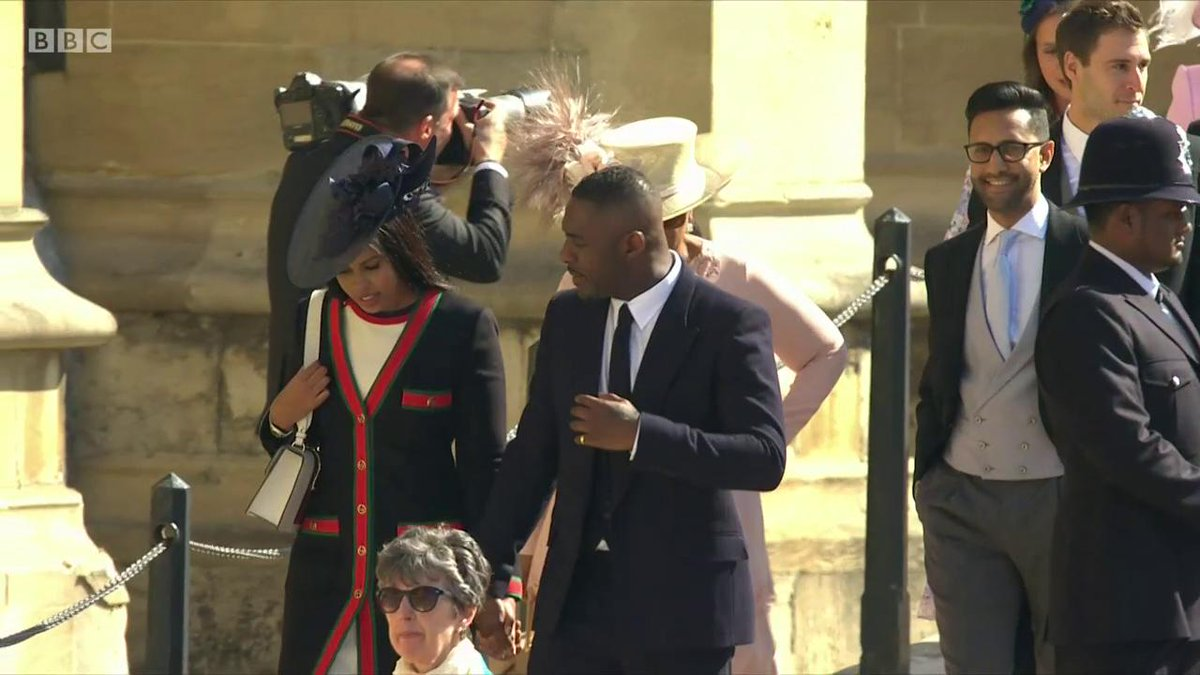 Celebrity guests start to arrive at the #royalwedding   Featuring @idriselba & @Oprah 👀 https://t.co/85kSVooaQf