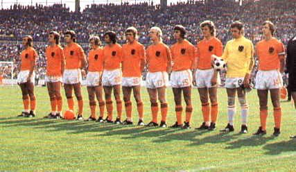 #Netherlands line up for their first match at the #FIFA #WorldCup #1974 in #Germany against #Uruguay. The beginning of a new era: #Total #Football. #Oranje74 #Oranje #Holland #mundial #futbol https://t.co/rF75obuCU0