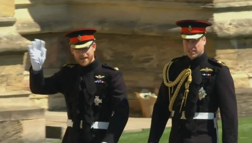 DIRECTO | El príncipe Harry llega a pie a la capilla de San Jorge ver.20m.es/rtmsr3 #RoyalWedding