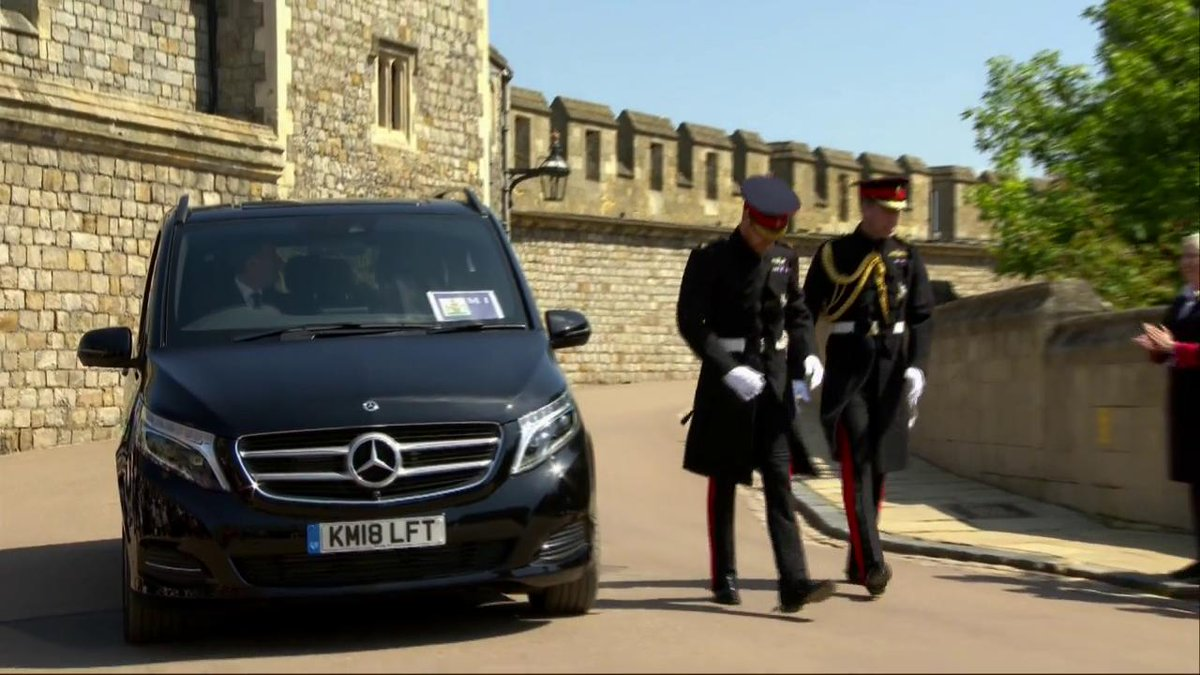 Prince Harry and his best man The Duke of Cambridge arrive at St George's Chapel #RoyalWedding