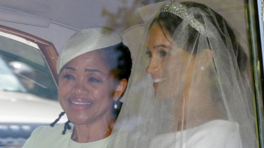 Meghan Markle traveled to the #royalwedding with her mother, Doria Ragland, at her side https://t.co/bOdQI6wLCC https://t.co/5fGA0638Qn