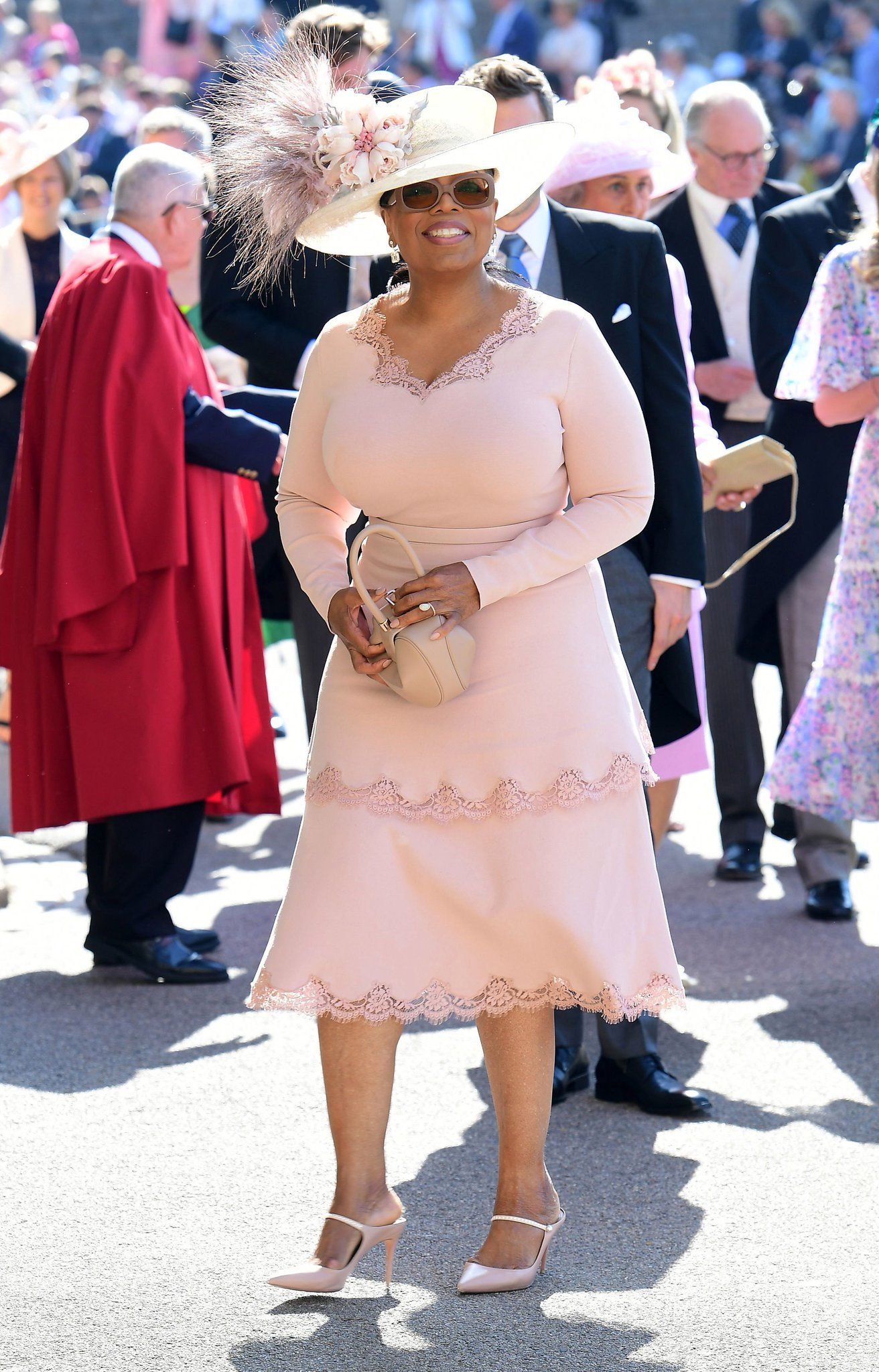 See George and Amal Clooney, @Oprah Winfrey and more arrive at the #RoyalWedding https://t.co/Oqw4xZ724f https://t.co/hmLdNGb5bs