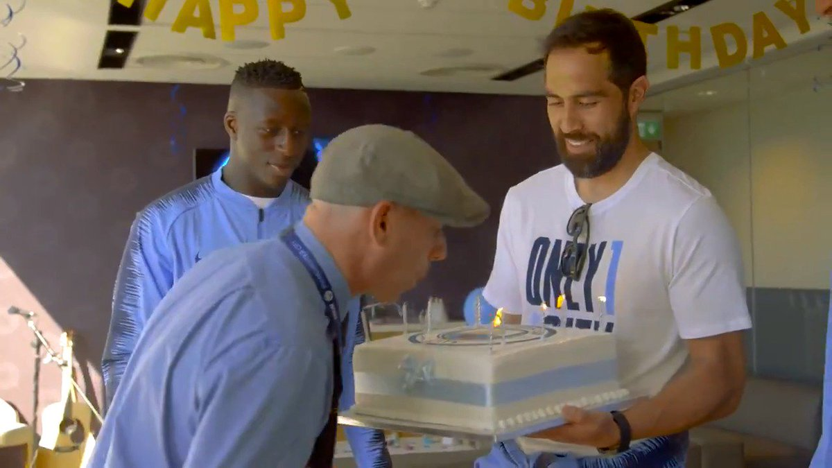 Thank you @EtihadAirways for giving this lucky fan a birthday hell never forget! #mancity