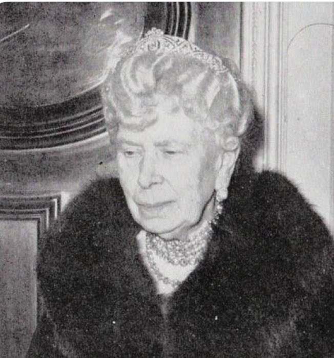 The Queen Mary bandeau tiara Meghan is wearing has not been worn publicly since 1953. https://t.co/rcheRE0nC3
