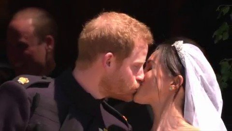 Watch Prince Harry and Meghan Markle exchange a kiss! #royalwedding