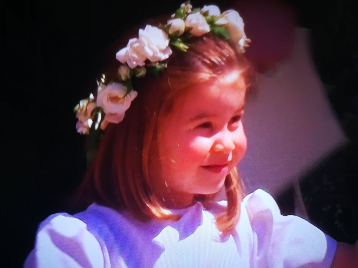 La piccola e bellissima #Charlotte, sempre più la bisnonna «Liz». #RoyalWedding #HarryandMeghan #royalweddingconvanity #queenelizabeth