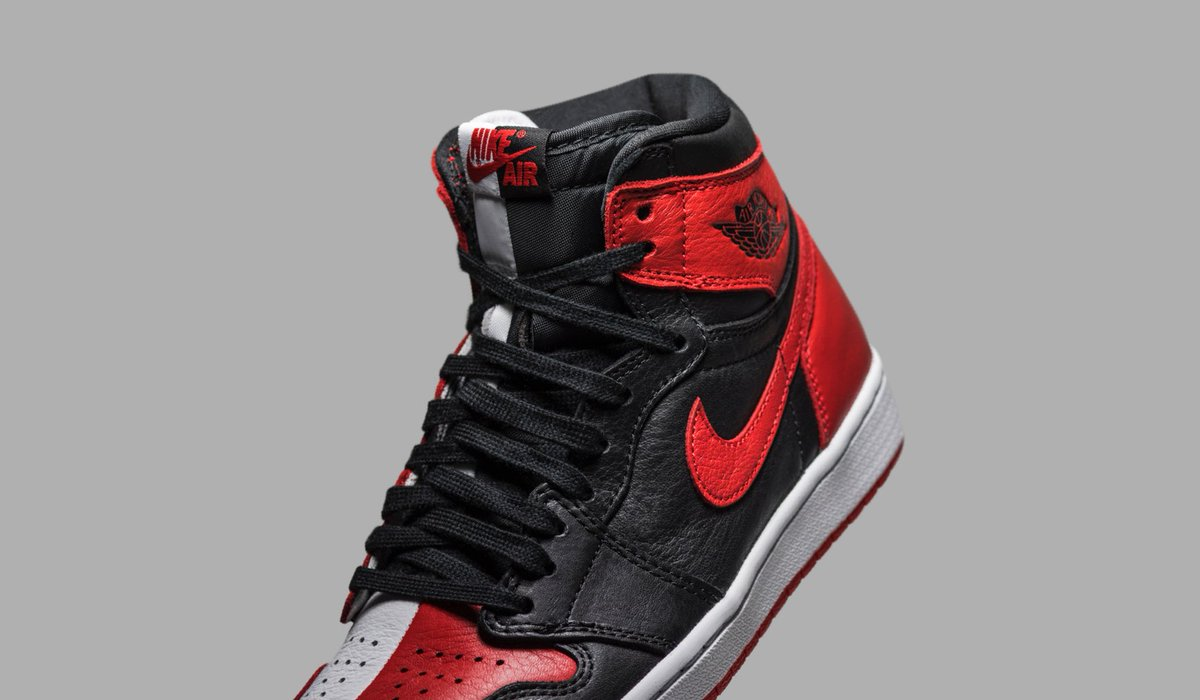 90fa626d86f ... and 'Chicago' colorways applied to each half. Available now on the app  and http://goat.com : http://goat.app.link/c959SY2N1M  pic.twitter.com/eycgZrH8yo