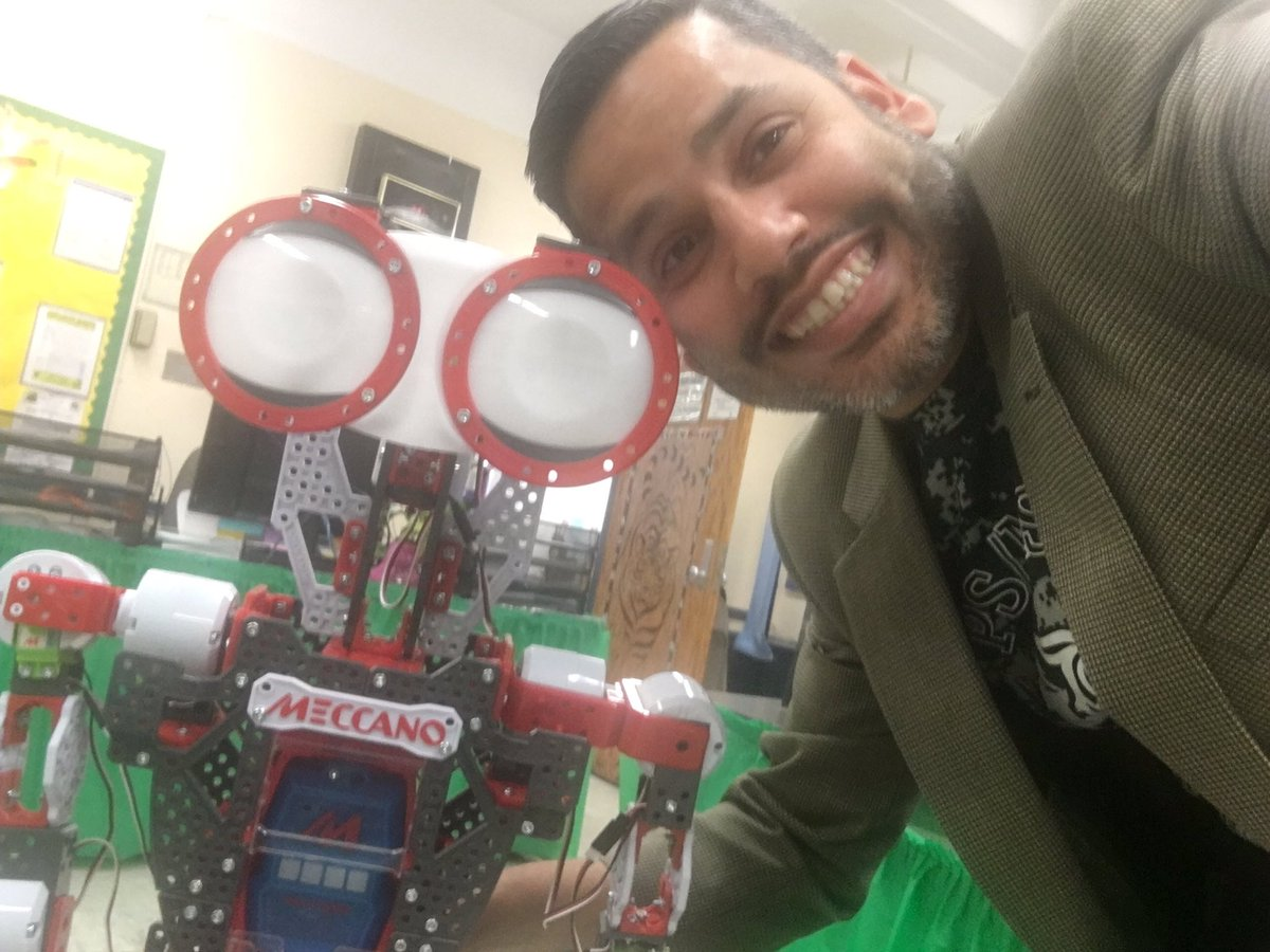 Our new assistant to the Assistant Principal! @psms46Harlem #STEM #robot #techeducators #TechInTheClassroom