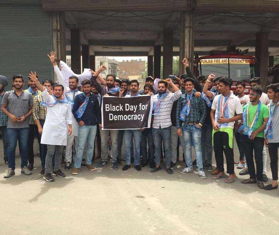 A protest led by @NSUIPunjabin State President @akshaysharmaorg with NSUI Bathinda, Patiala and Batala team. The protest was to agitate against the subversion of democracy by BJP in Karnataka &amp; the unconstitutional manner in which they formed the Government. #SaveDemocracyDay<br>http://pic.twitter.com/7bPEmnmltQ