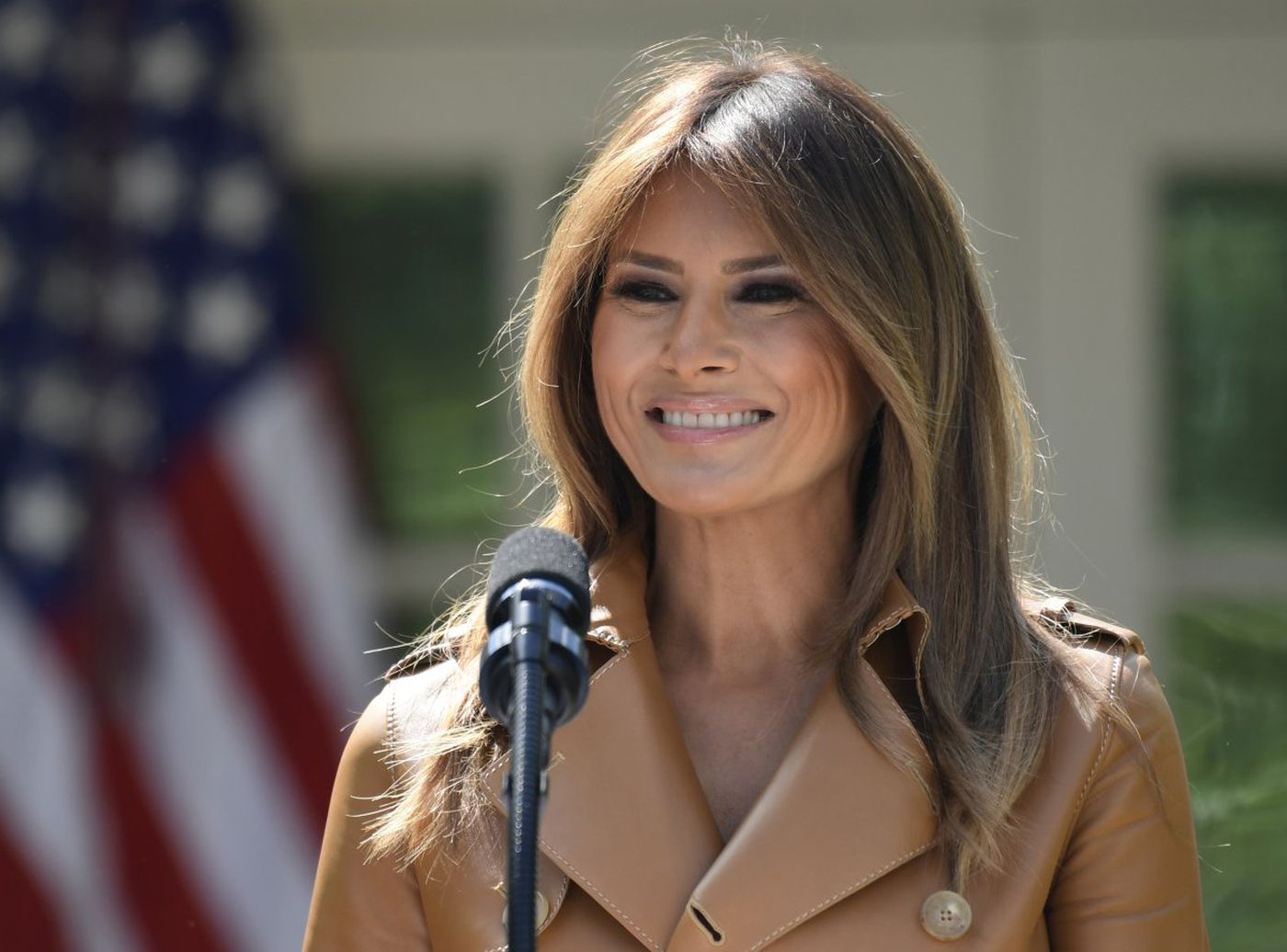 First Lady Melania Trump returns to White House following five-day hospital stay https://t.co/N8w1tRQo1L https://t.co/aP59IhC8NF