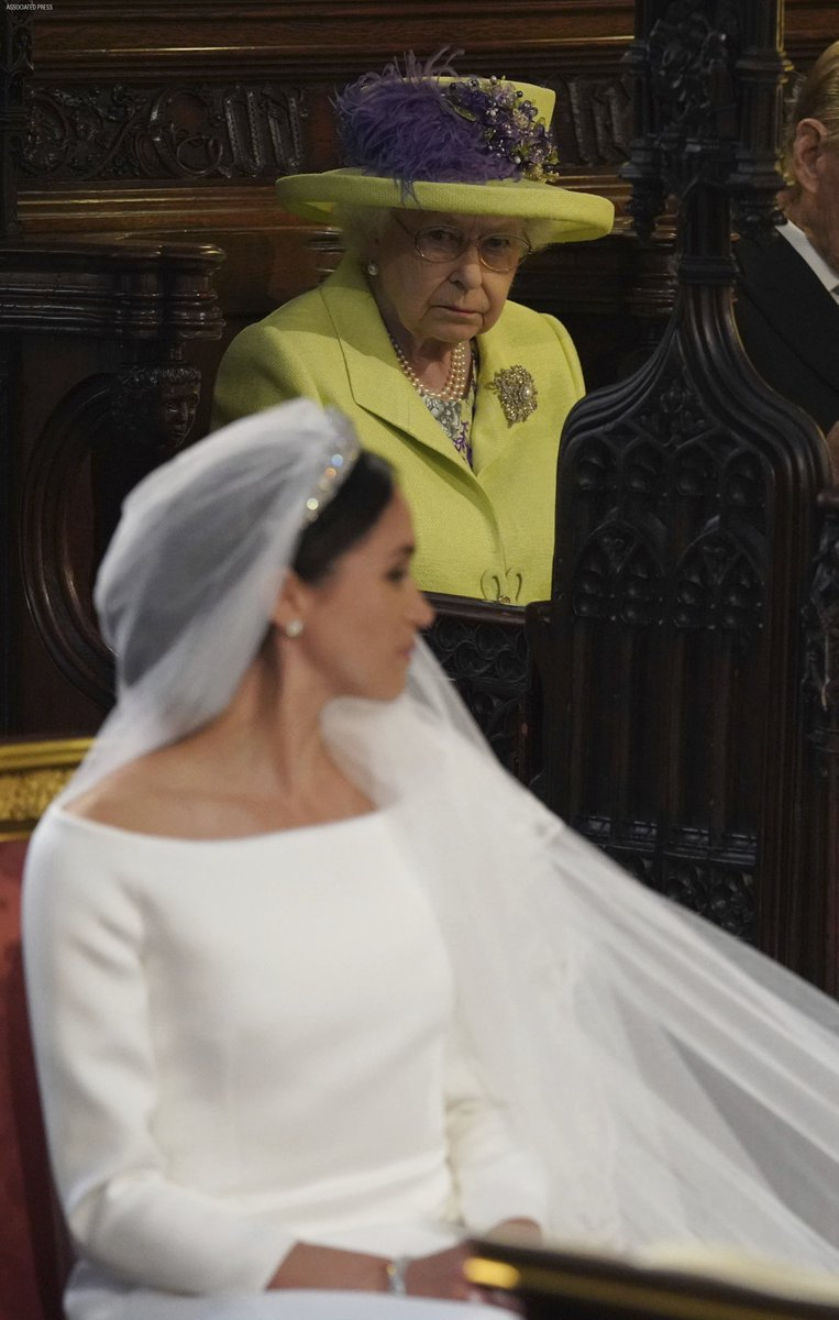 Queen Elizabeth removed the photo of Megan Markle from the place of honor where it stood for only a week 22