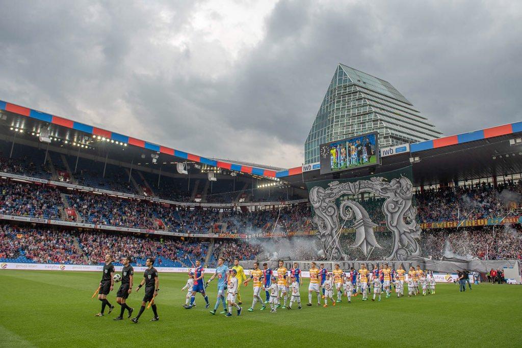 87' | 25,161 spectators in attendence this evening at St. Jakob-Park. #FCBFCL #FCBasel1893 #zämmestark