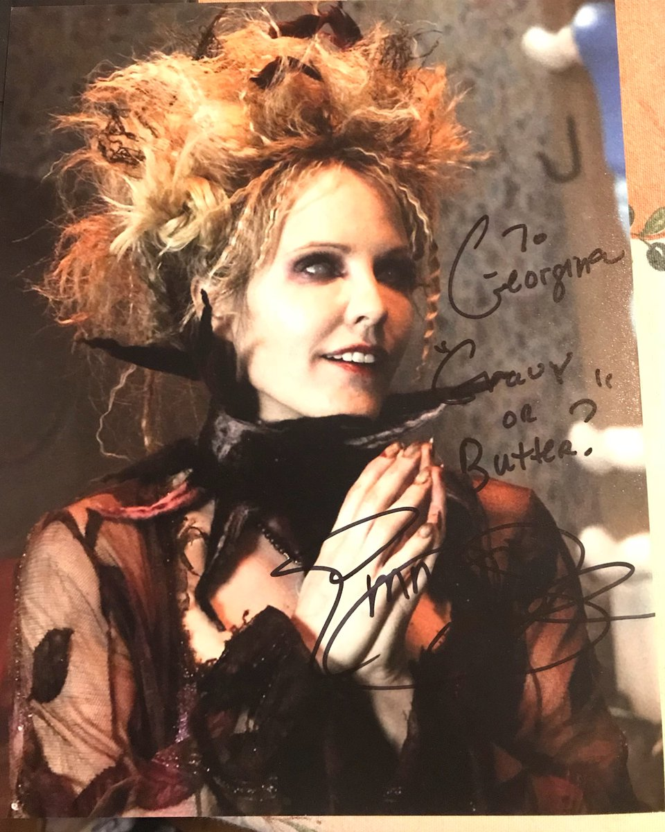 """So whilst I was at the Paris convention a few weeks back, a couple friends of mine attended a UK Con called EmCon in Nottingham where Emma Caulfield (the Blind Witch) was a guest  They got me her auto   """"Gravy or butter?""""   @emmacaulfield @OnceABC  #onceuponatime #ouat<br>http://pic.twitter.com/5CjWHs5A4V"""