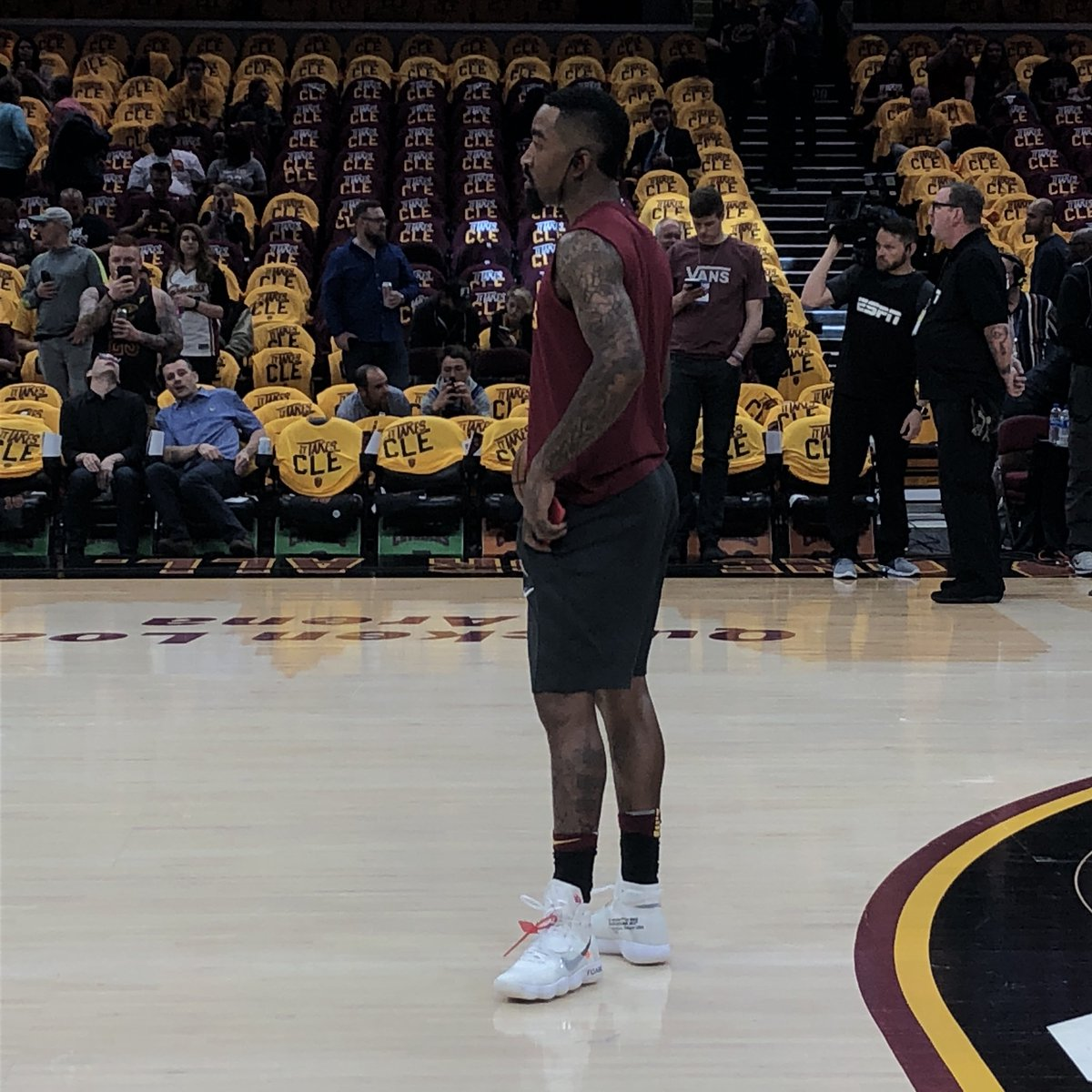 7163aa2fed4 JR Smith going into his bag again before Game 3 with some Nike Air  Hyperdunk Flyknit Off-Whitespic.twitter.com 0CizLVZBRa