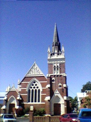 AUTUMN TOWN five #haiku #poetry #poet #poets #POEMS #PoemYourCity   Autumn garden low. High frozen church forms pray to Endless autumn sky.   http:// markscrivenerpoetry.blogspot.com/2016/04/poetry -blog-no-145-autumn-town-five.html &nbsp; …  … … …<br>http://pic.twitter.com/H08ttERDic