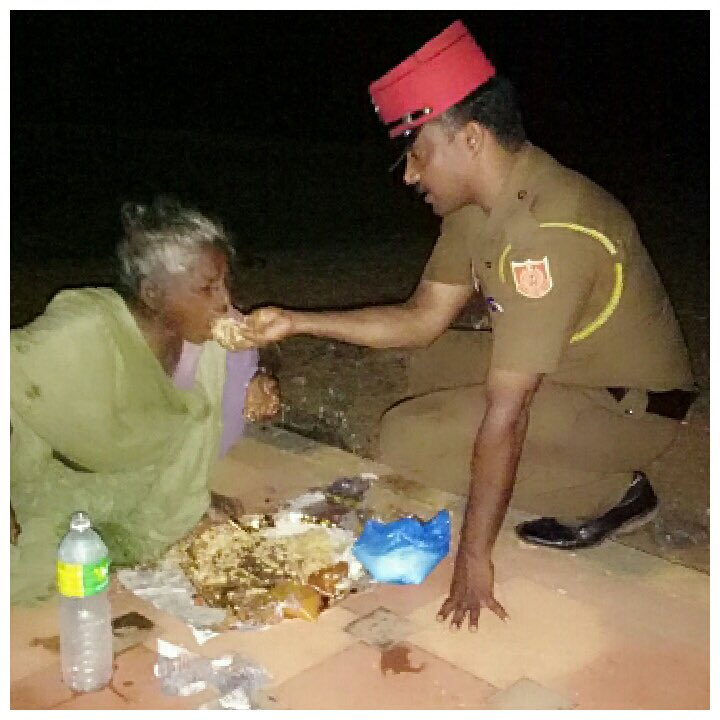 Beat Police officer of Yanam, a region of Puducherry feeding an ailing poor. He shared this on Whatsapp group of beat officers which has all of us..  (including SSP, DGP & Lt Gov)     @PMOIndia @rajnathsingh @AshwaniKumar_92 @PTI_News@ANI_n@airnewsalertse@DrJitendraSinghw@KirenRijijus