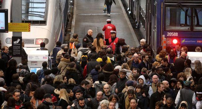 La grève à la SNCF est injustifiée pour les Français  DdoG0S2U8AQGEmb