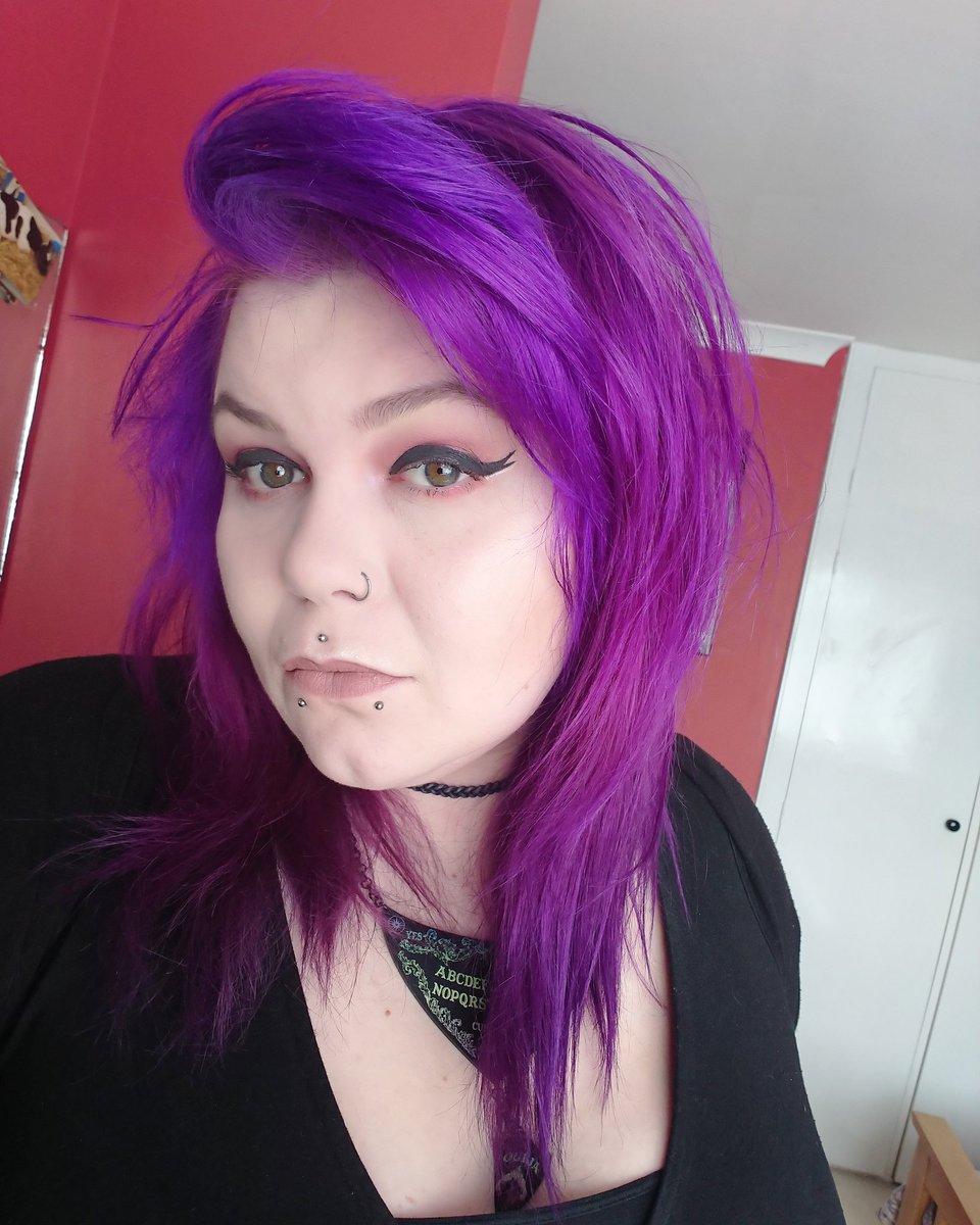 Fresh colour, always from @KnightAndWilson #makeup #mua #makeupartist #makeupaddict #makeupaddiction #makeupobsessed #makeupobsession #motd #eotd #altmua #altmakeupartist #altmakeup #purplehair #freshcolourpic.twitter.com/jIeKWXBMBE